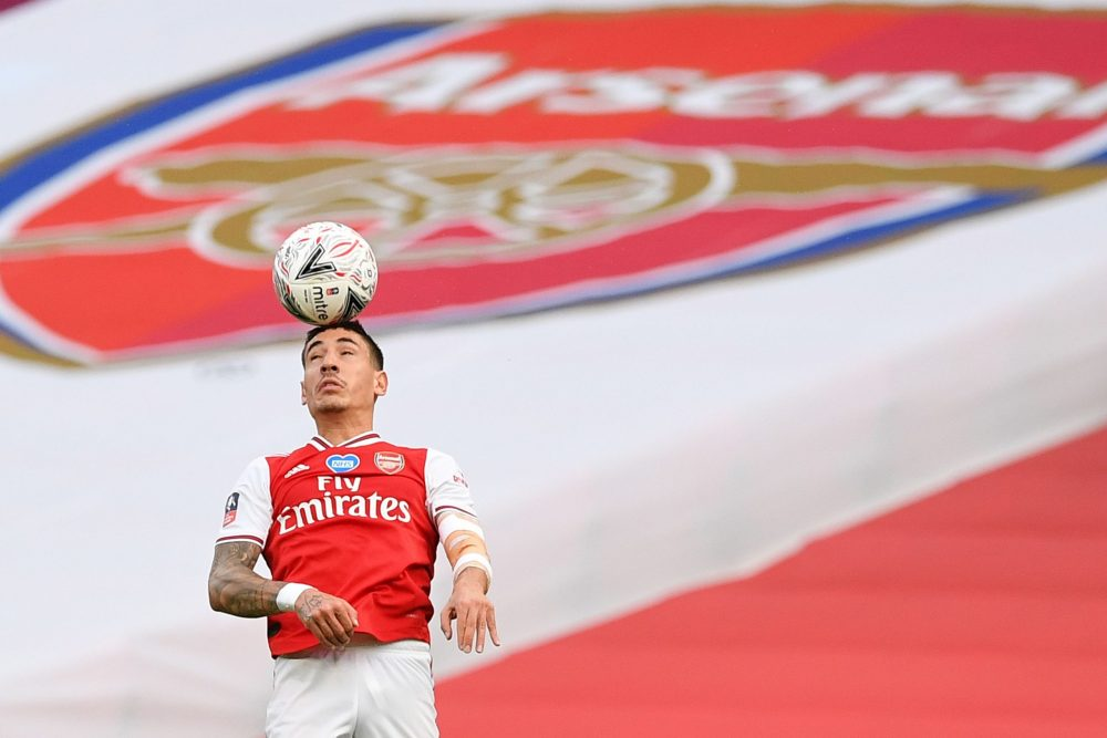 Arsenal's Spanish defender Hector Bellerin heads the ball during the English FA Cup semi-final football match between Arsenal and Manchester City at Wembley Stadium in London, on July 18, 2020. (Photo by JUSTIN TALLIS / POOL / AFP)