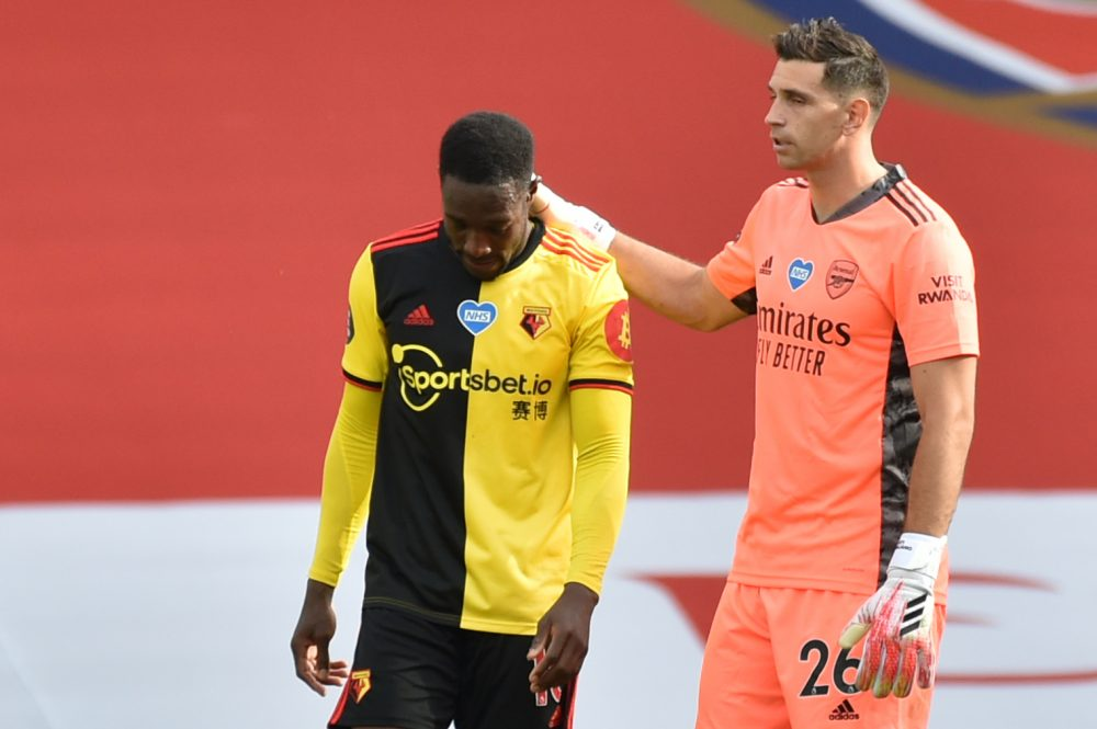 Watford's English striker Danny Welbeck (L) is consoled by Arsenal's Argentinian goalkeeper Emiliano Martinez after losing the English Premier League football match between Arsenal and Watford at the Emirates Stadium in London on July 26, 2020. (Photo by Rui Vieira / POOL / AFP)