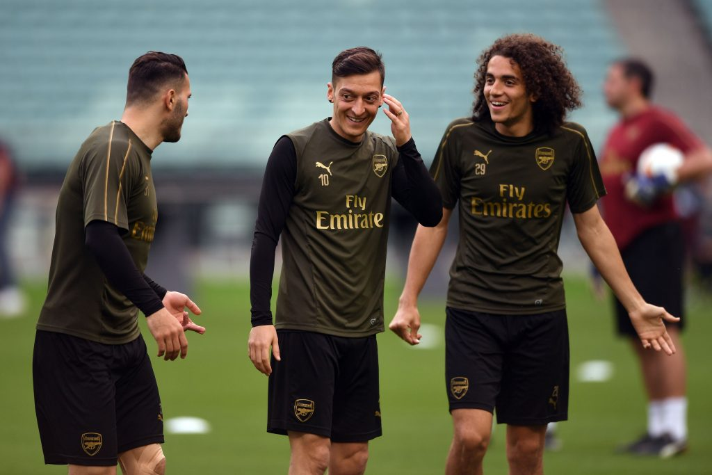 Arsenal's German-born Bosnian defender Sead Kolasinac (L), Arsenal's German midfielder Mesut Ozil (C) and Arsenal's French midfielder Matteo Guendouzi attend a training session at the Baku Olympic Stadium in Baku on May 28, 2019 on the eve of the UEFA Europa League final football match between Chelsea and Arsenal. (Photo by OZAN KOSE / AFP)