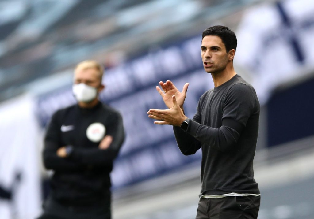 LONDON, ENGLAND - JULY 12: Mikel Arteta, Manager of Arsenal  gives his team instructions  during the Premier League match between Tottenham Hotspur and Arsenal FC at Tottenham Hotspur Stadium on July 12, 2020 in London, England. Football Stadiums around Europe remain empty due to the Coronavirus Pandemic as Government social distancing laws prohibit fans inside venues resulting in all fixtures being played behind closed doors. (Photo by Tim Goode/Pool via Getty Images)