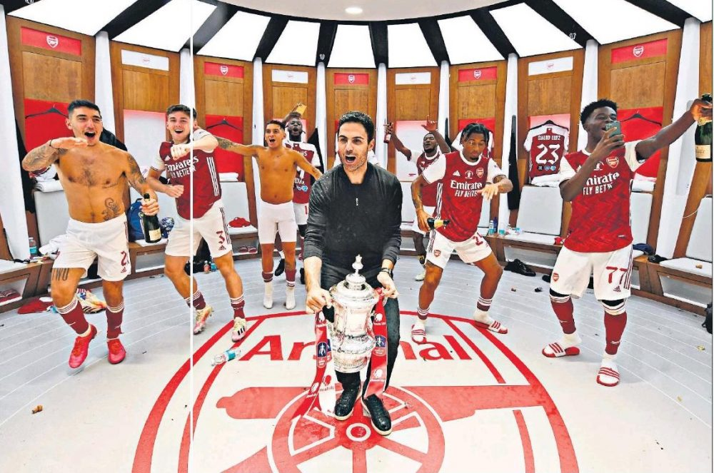 Mikel Arteta and Arsenal players celebrate in Wembley dressing room