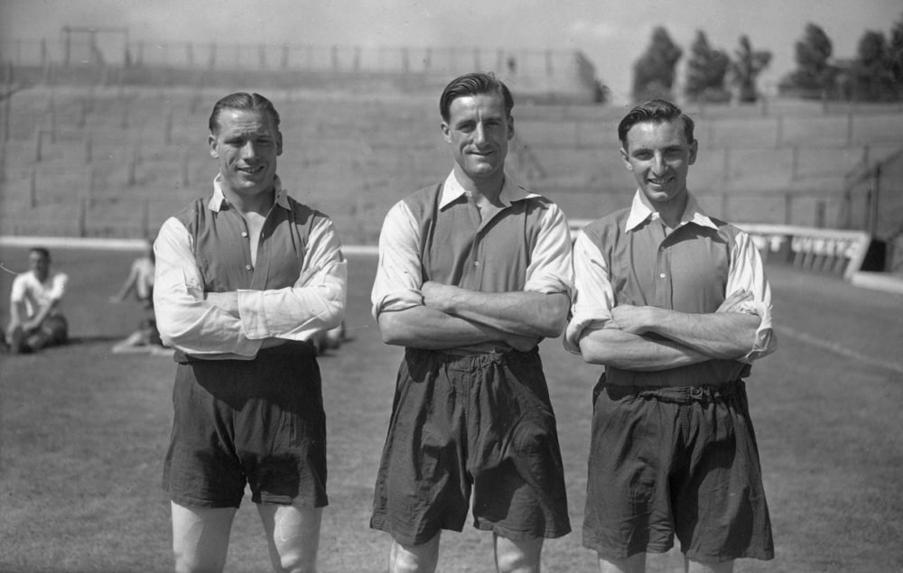 19th August 1947: Arsenal FC soccer players. Left to right: J Sherrett, George Swindin, who made 297 first team appearances for Arsenal FC (1936 - 1953), and Holland. (Photo by J. A. Hampton/Topical Press Agency/Getty Images)