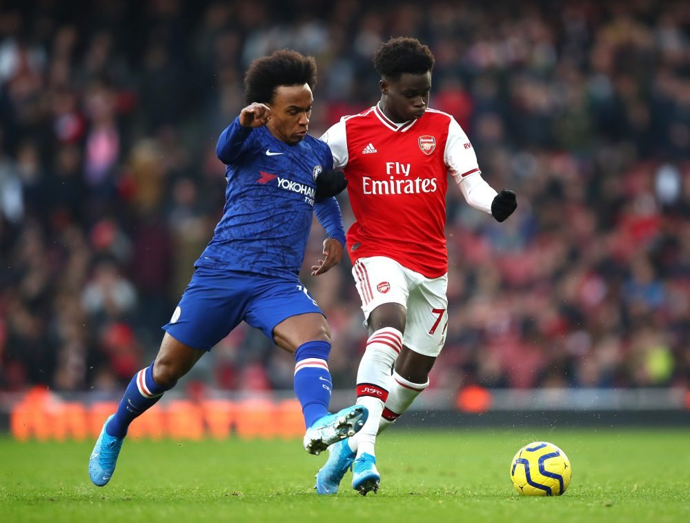 LONDON, ENGLAND - DECEMBER 29: Willian of Chelsea and Bukayo Saka of Arsenal battle for possession during the Premier League match between Arsenal FC and Chelsea FC at Emirates Stadium on December 29, 2019 in London, United Kingdom. (Photo by Julian Finney/Getty Images)