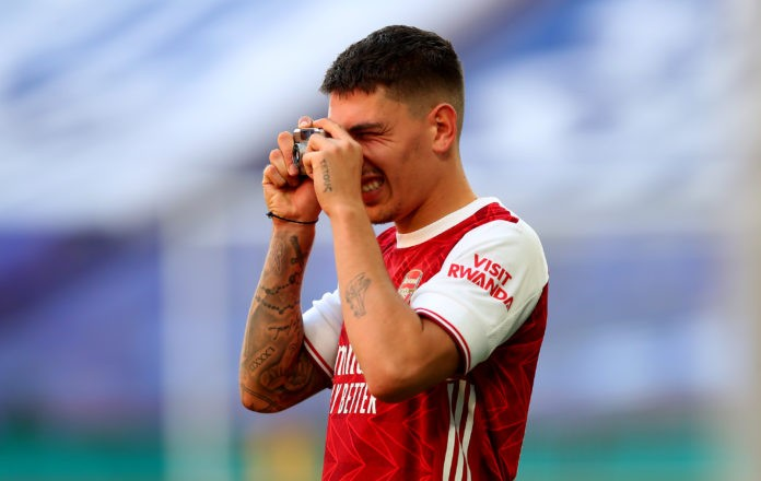 LONDON, ENGLAND - AUGUST 01: Hector Bellerin of Arsenal takes photos on his camera after his teams victory in the Heads Up FA Cup Final match between Arsenal and Chelsea at Wembley Stadium on August 01, 2020 in London, England. Football Stadiums around Europe remain empty due to the Coronavirus Pandemic as Government social distancing laws prohibit fans inside venues resulting in all fixtures being played behind closed doors. (Photo by Catherine Ivill/Getty Images)