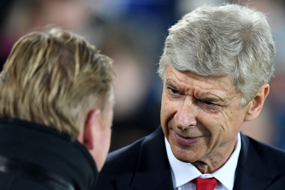 Everton's Dutch manager Ronald Koeman (L) greets Arsenal's French manager Arsene Wenger ahead of the English Premier League football match between Everton and Arsenal at Goodison Park in Liverpool, north west England on December 13, 2016. / AFP / Paul ELLIS