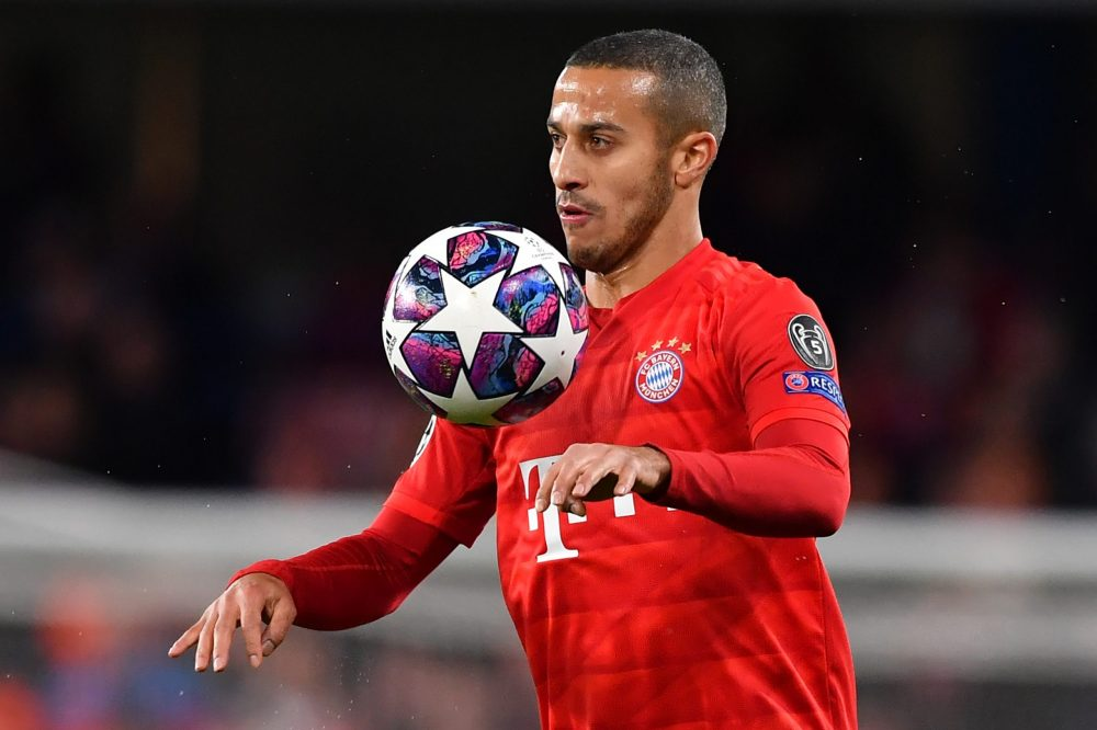Bayern Munich's Spanish midfielder Thiago Alcantara controls the ball during the UEFA Champion's League round of 16 first leg football match between Chelsea and Bayern Munich at Stamford Bridge in London on February 25, 2020. (Photo by Ben STANSALL / AFP) (Photo by BEN STANSALL/AFP via Getty Images)