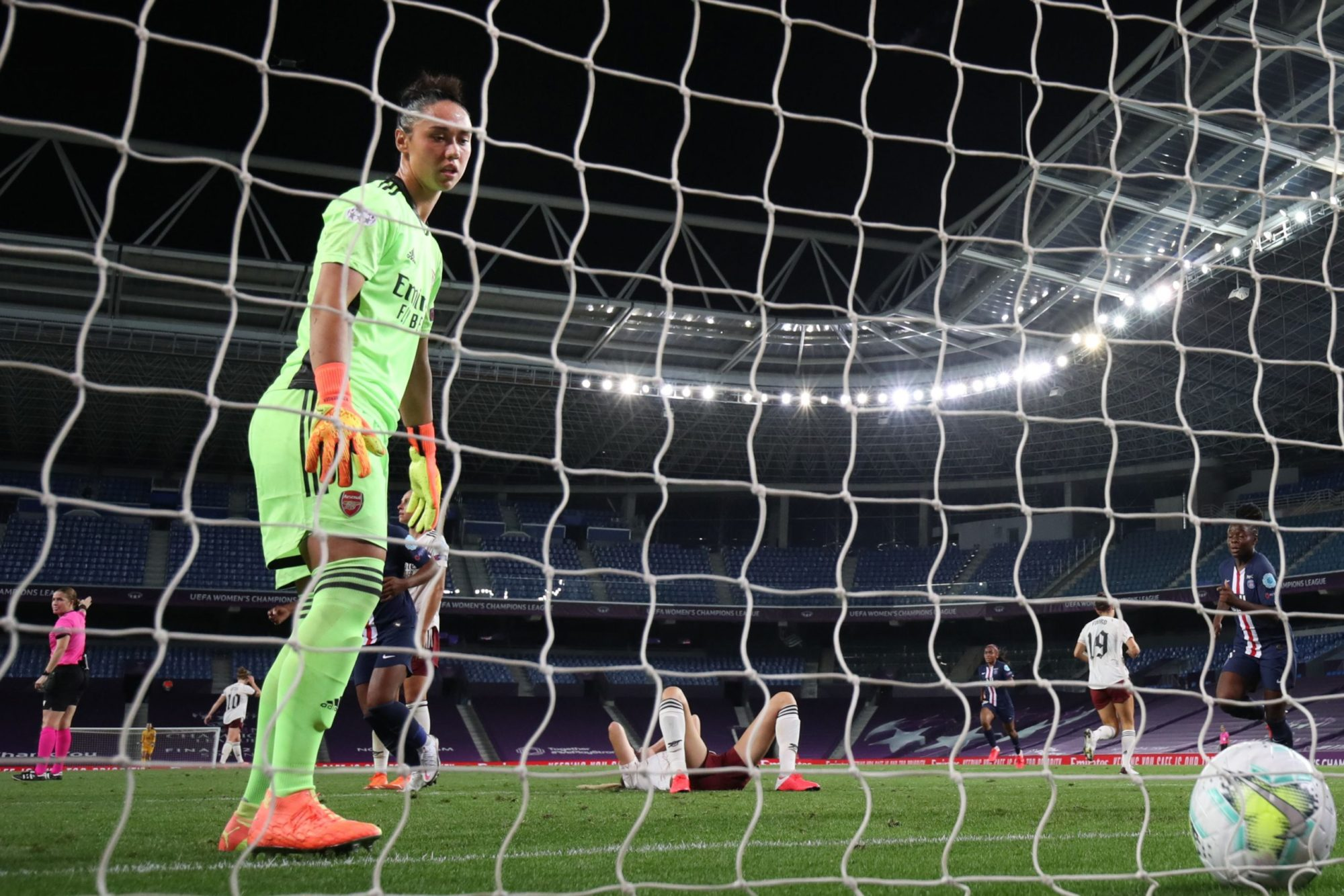 Arsenal's Austrian goalkeeper Manuela Zinsberger reacts after conceding the 2-1 goal during the UEFA Women's Champions League quarter-final football match between Arsenal and Paris SG at the Anoeta stadium in San Sebastian on August 22, 2020. (Photo by Clive Brunskill / POOL / AFP)
