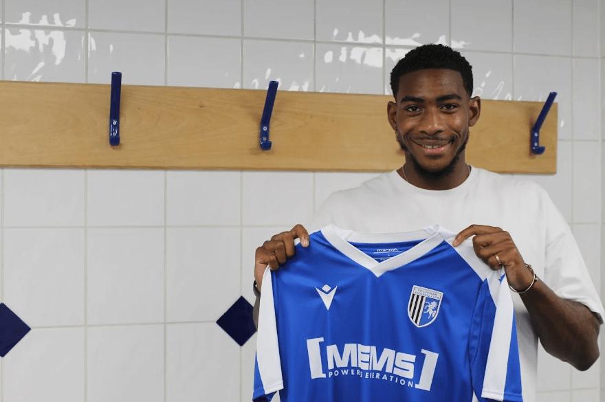 Zech Medley signs for Gillingham on loan (via Gillingham FC)