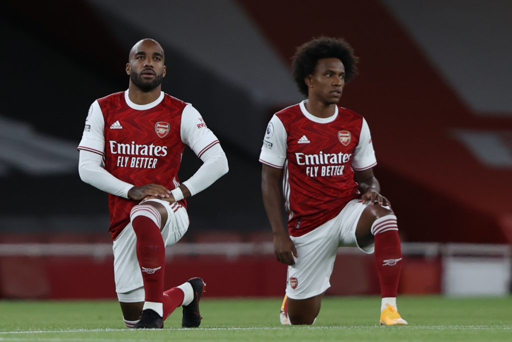 Arsenal's French striker Alexandre Lacazette (L) and Arsenal's Brazilian midfielder Willian (R) take a knee in support of the Black Lives Matter campaign against rasicm during the English Premier League football match between Arsenal and West Ham United at the Emirates Stadium in London on September 19, 2020. (Photo by IAN WALTON / POOL / AFP)