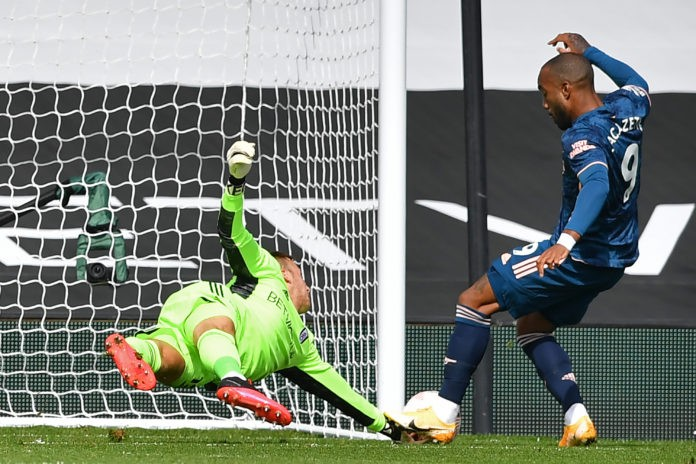 Arsenal's French striker Alexandre Lacazette (R) scores the opening goal during the English Premier League football match between Fulham and Arsenal at Craven Cottage in London on September 12, 2020. (Photo by Ben STANSALL / POOL / AFP)
