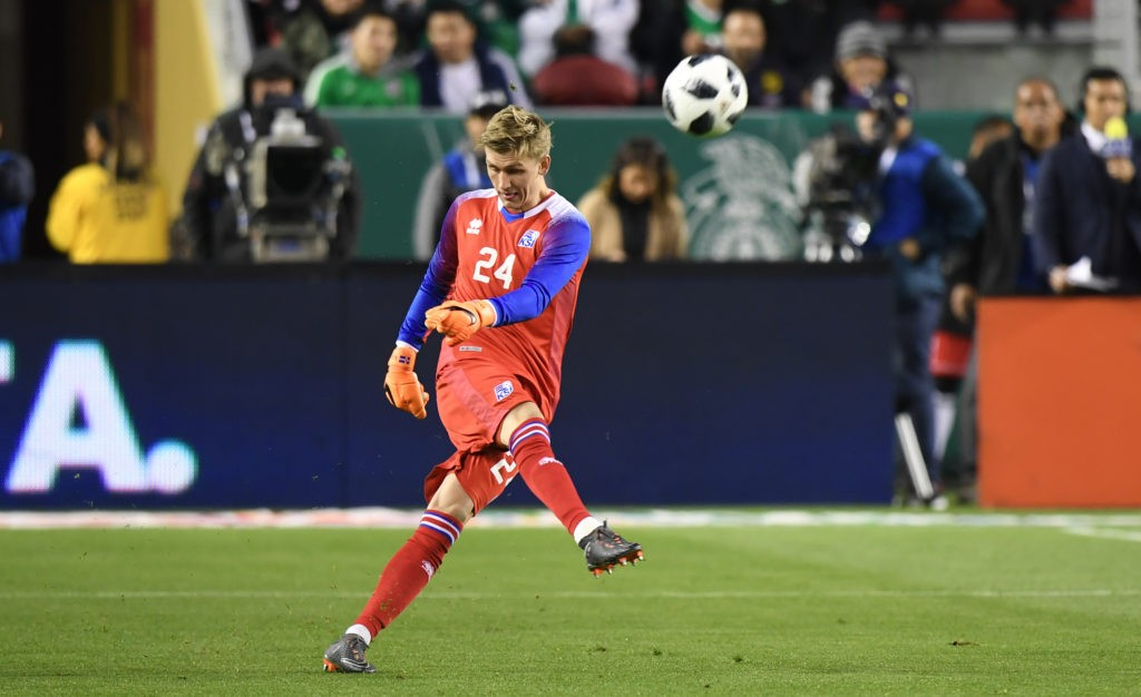 Iceland goalkeeper Runar Alex Runarsson takes a goalkick against Mexico on March 23, 2018 in Santa Clara, California, during their international soccer friendly. Mexico defeated Iceland 3-0. / AFP PHOTO / Frederic J. Brown