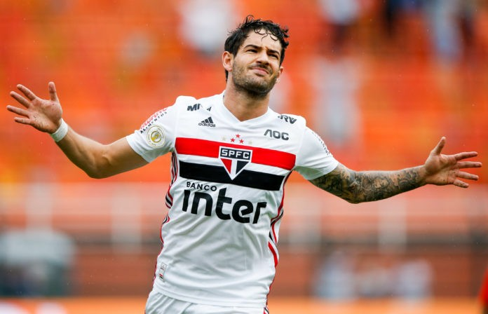 SAO PAULO, BRAZIL - JUNE 02: Alexandre Pato of Sao Paulo celebrates after scoring the first goal of his team during the match against Cruzeiro for the Brasileirao Series A 2019 at Pacaembu Stadium on June 02, 2019 in Sao Paulo, Brazil. (Photo by Alexandre Schneider/Getty Images)