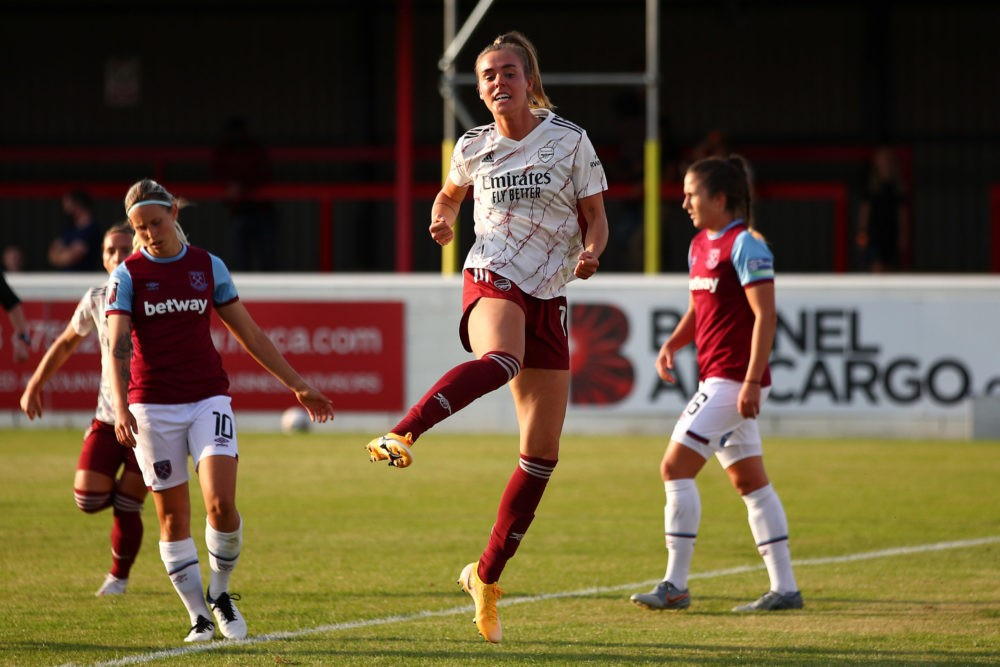 DAGENHAM, ENGLAND - SEPTEMBER 12: Jill Roord of Arsenal FC celebrates after scoring her sides first goal during the FA Women's Super League match between West Ham United and Arsenal FC at Chigwell Construction Stadium on September 12, 2020 in Dagenham, England. (Photo by Marc Atkins/Getty Images)