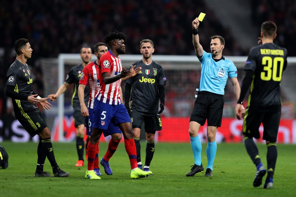 Thomas Partey Yellow cards: MADRID, SPAIN - FEBRUARY 20: Thomas Partey of Atletico Madrid is shown a yellow card by referee Felix Zwayer during the UEFA Champions League Round of 16 First Leg match between Club Atletico de Madrid and Juventus at Estadio Wanda Metropolitano on February 20, 2019 in Madrid, Spain. (Photo by Angel Martinez/Getty Images)