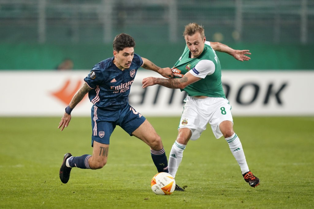 VIENNA, AUSTRIA: Hector Bellerin of Arsenal is tackled by Marcel Ritzmaier of Rapid Vienna during the UEFA Europa League Group B stage match between Rapid Wien and Arsenal FC at Allianz Stadion on October 22, 2020. (Photo by Chris Hofer/Getty Images)