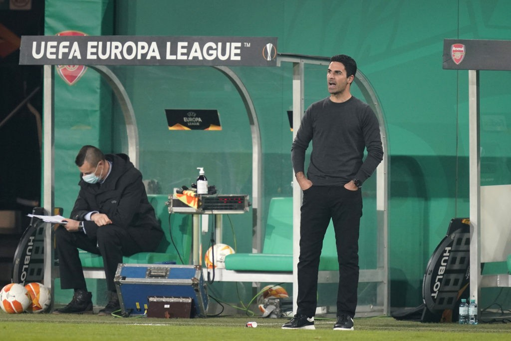 VIENNA, AUSTRIA - OCTOBER 22: Mikel Arteta, Manager of Arsenal looks on as he gives instructions to his side during the UEFA Europa League Group B stage match between Rapid Wien and Arsenal FC at Allianz Stadion on October 22, 2020 in Vienna, Austria. Rapid Wien are allowing a limited number of 3000 spectators to be in attendance as Covid-19 pandemic restrictions are eased. (Photo by Chris Hofer/Getty Images)