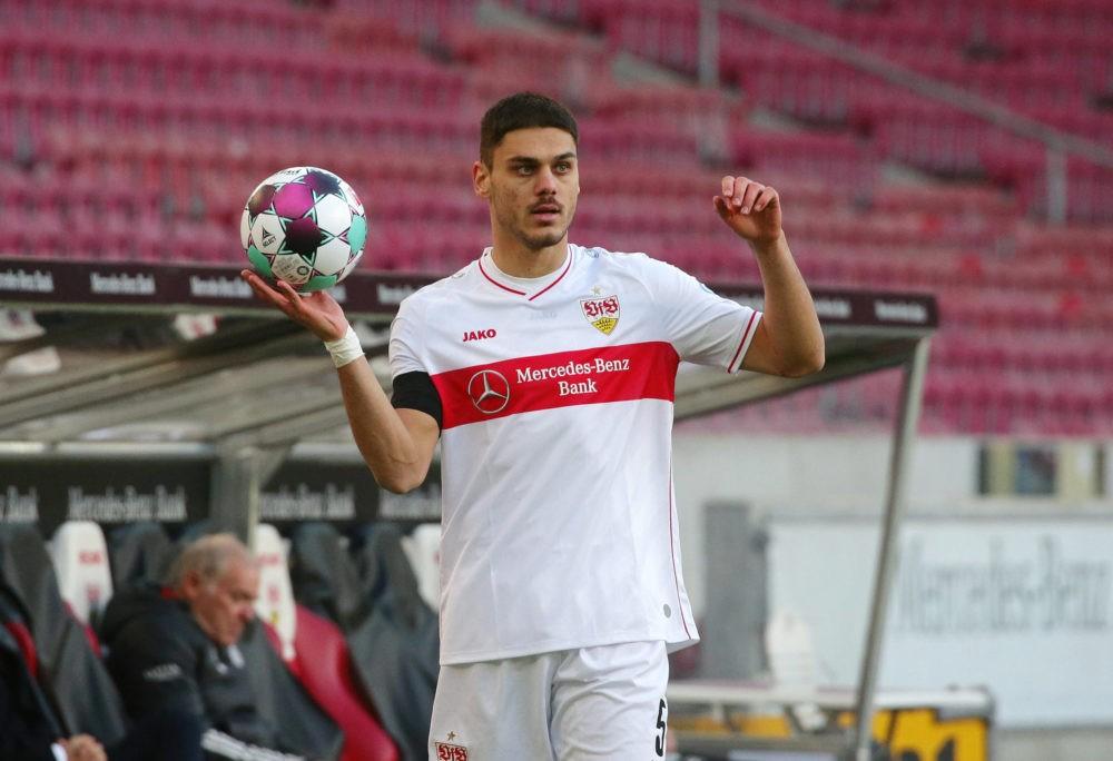 VfB Stuttgart vs Bayern Münich, Bundesliga. Konstantinos Mavropanos takes a throw-in. VfB Pressefoto Baumann / Hansjürgen Britsch / Pool