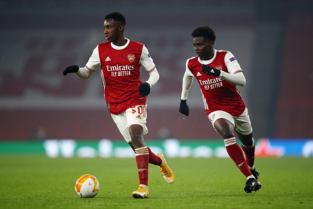 LONDON, ENGLAND: Eddie Nketiah of Arsenal and Bukayo Saka of Arsenal run for the ball during the UEFA Europa League Group B stage match between Arsenal FC and Molde FK at Emirates Stadium on November 05, 2020. (Photo by Julian Finney/Getty Images)