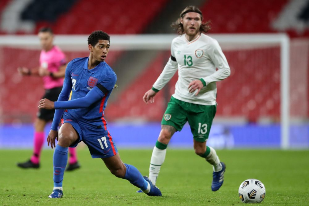 England's midfielder Jude Bellingham (L) vies with Republic of Ireland's midfielder Jeff Hendrick (R) during the international friendly football match between England and Republic of Ireland at Wembley stadium in north London on November 12, 2020. (Photo by Nick Potts / POOL / AFP)