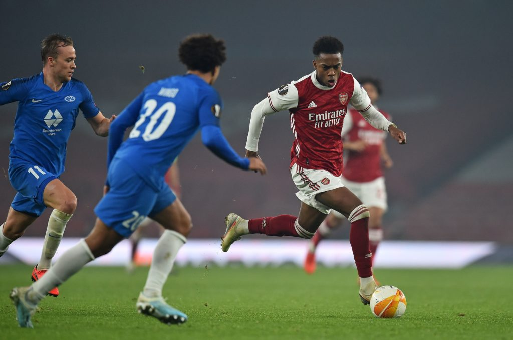 Arsenal's English midfielder Joe Willock (R) runs with the ball during the UEFA Europa League Group B football match between Arsenal and Molde at the Emirates Stadium in London on November 5, 2020. (Photo by GLYN KIRK/AFP via Getty Images)