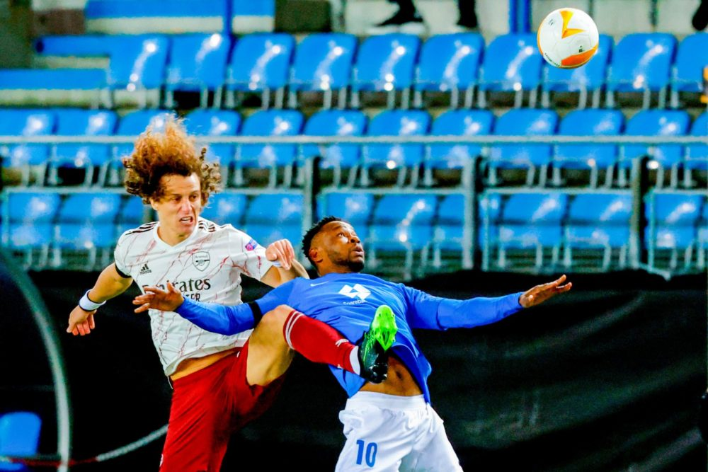 Arsenal's Brazilian defender David Luiz (L) and Molde's Nigerian forward Leke James vie for the ball during the UEFA Europa League group B football match  Molde v Arsenal in Molde, Norway on November 26, 2020. (Photo by Svein Ove Ekornesvåg / NTB / AFP)