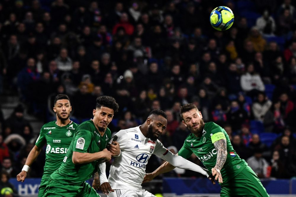 Lyon's French forward Moussa Dembele (C) fights for the ball with Saint-Etienne's French defender William Saliba (L) and Saint-Etienne's French defender Mathieu Debuchy during the French L1 football match between Olympique Lyonnais (OL) and AS Saint-Etienne (ASSE) on March 1, 2020 at the Groupama stadium in Decines-Charpieu, central-eastern France. (Photo by JEFF PACHOUD / AFP)