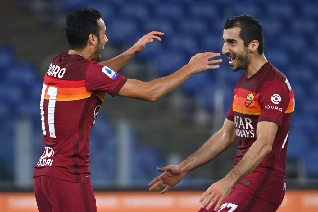 AS Roma's forward Pedro Rodriguez (L) celebrates with AS Roma's Armenian midfielder Henrik Mkhitaryan his goal during the Italian Serie A football match Roma vs Fiorentina at the Olympic stadium in Rome on November 1, 2020. (Photo by Alberto PIZZOLI / AFP)