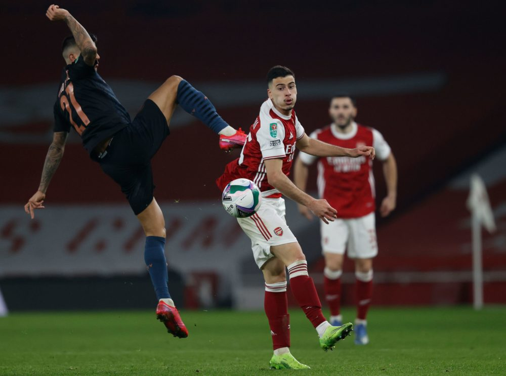 Manchester City's Spanish midfielder Ferran Torres (L) challenges Arsenal's Brazilian striker Gabriel Martinelli (C) during the English League Cup quarter final football match between Arsenal and Manchester City at the Emirates Stadium, in London on December 22, 2020. (Photo by Adrian DENNIS / AFP)