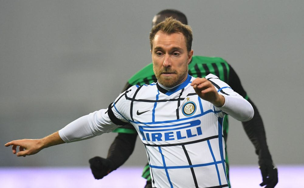 REGGIO NELL'EMILIA, ITALY - NOVEMBER 28: Christian Eriksen of FC Internazionale in action during the Serie A match between US Sassuolo and FC Internazionale at Mapei Stadium - Città del Tricolore on November 28, 2020 in Reggio nell'Emilia, Italy. (Photo by Alessandro Sabattini/Getty Images)