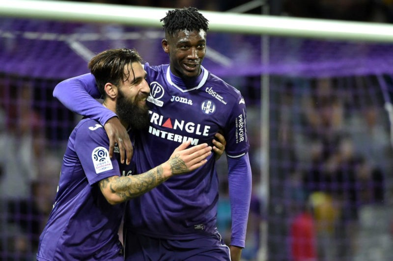 Toulouse's forward Yaya Sanogo (L) celebrates with teammate Jakup Durmaz after scoring his team's second goal during the French L1 football match between Toulouse and Guingamp at The Municipal Stadium in Toulouse, southern France on May 19, 2018. (Photo by REMY GABALDA / AFP)