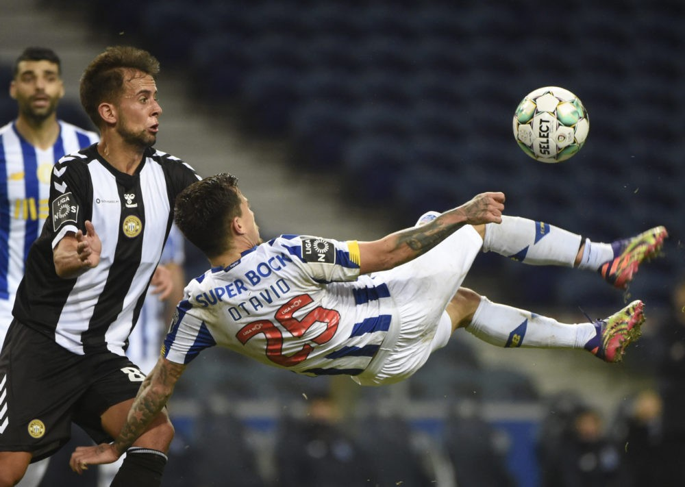 FC Porto's Brazilian midfielder Otavio (R) kicks the ball next to Nacional's Portuguese midfielder Francisco Ramos during the Portuguese league football match between FC Porto and CD Nacional Madeira at the Dragao stadium in Porto on December 20, 2020. (Photo by MIGUEL RIOPA / AFP)