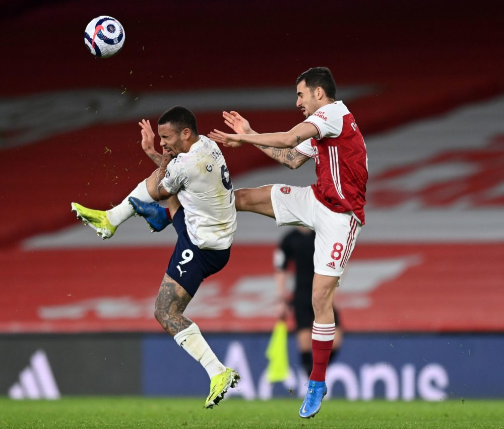 Manchester City's Brazilian striker Gabriel Jesus (L) vies with Arsenal's Spanish midfielder Dani Ceballos (R) during the English Premier League football match between Arsenal and Manchester City at the Emirates Stadium in London on February 21, 2021. (Photo by Shaun Botterill / POOL / AFP)