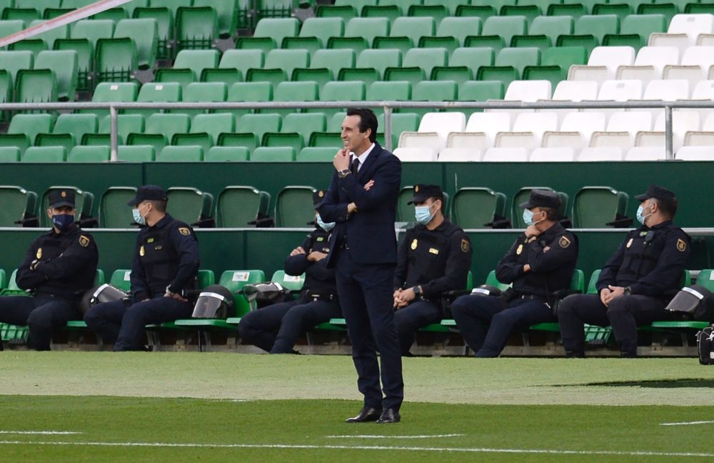 Unai Emery suspended for comments after his side's match vs Real Betis (Photo by CRISTINA QUICLER / AFP)
