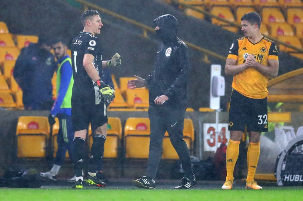 WOLVERHAMPTON, ENGLAND - FEBRUARY 02: Bernd Leno of Arsenal remonstrates with Fourth Official, David Coote as he walks off after being shown a red card during the Premier League match between Wolverhampton Wanderers and Arsenal at Molineux on February 02, 2021 in Wolverhampton, England. Sporting stadiums around the UK remain under strict restrictions due to the Coronavirus Pandemic as Government social distancing laws prohibit fans inside venues resulting in games being played behind closed doors. (Photo by Catherine Ivill/Getty Images)