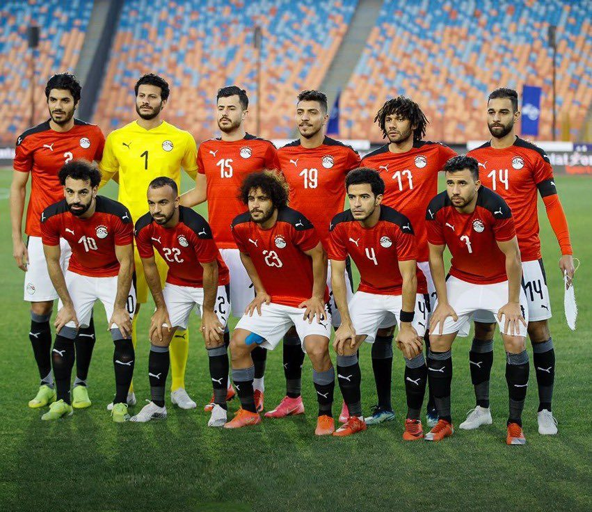 Mohamed Elneny (top row, 2nd from right) with the Egypt squad (Photo via Pharaohs on Twitter)
