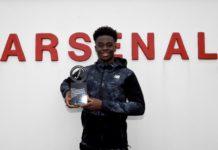 Bukayo Saka holding the London Awards' Young Player of the Year award (Photo via Saka on Twitter)