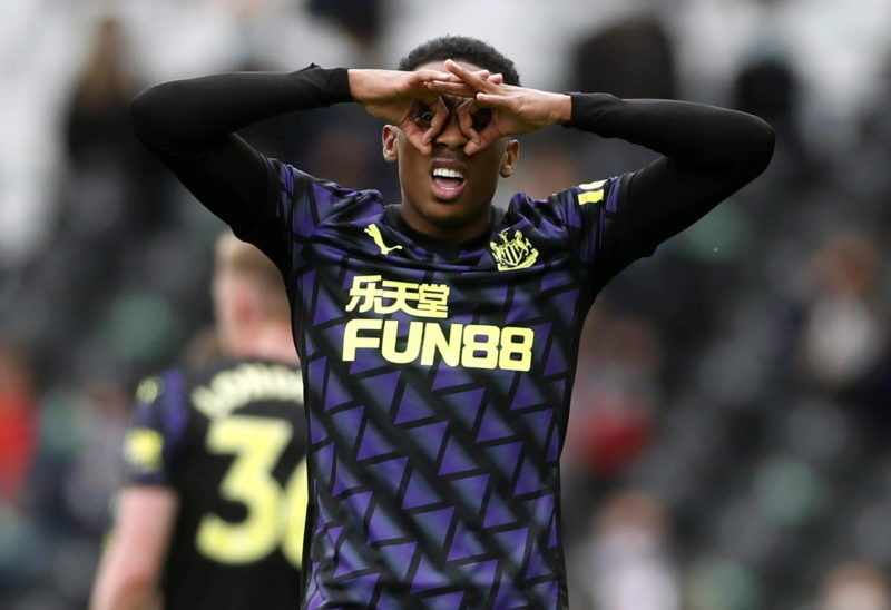 Joe Willock celebrates the opening goal during the Premier League match at Craven Cottage, London. Picture date: Sunday May 23, 2021. Copyright: Matthew Childs