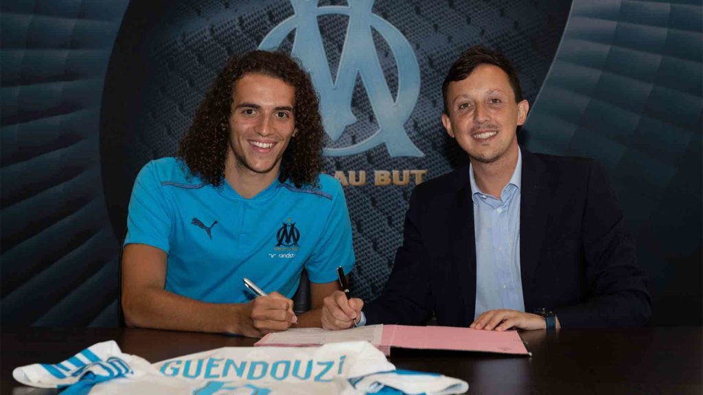 Matteo Guendouzi signing for Marseille (Photo via OM.fr)