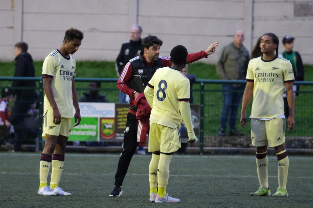 Dan Micciche speaks to some of the Arsenal u18s (Photo by Dan Critchlow)