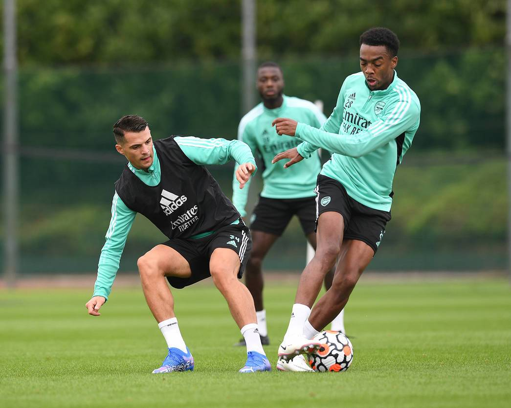Arsenal trio join training ahead of Chelsea clash