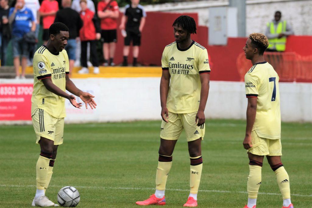 Khayon Edwards (L), Zane Monlouis (C), and Omari Hutchinson with the Arsenal u23s (Photo by Dan Critchlow)