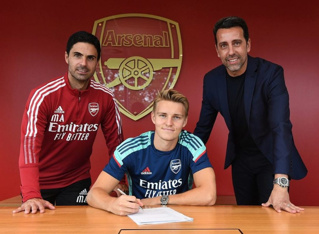 Martin Odegaard signing for Arsenal (Photo via Odegaard on Instagram)