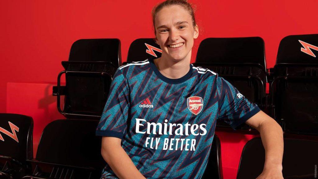 Vivianne Miedema modelling the new Arsenal third kit for 2021/22 (Photo via Arsenal.com)