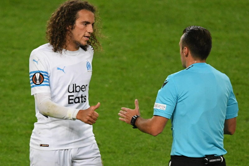 Referee Irfan Peljto and Marseille s Matteo Guendouzi speak during the Europa League soccer match between Lokomotiv Moscow and Olympique de Marseille, in Moscow, Russia. Ramil Sitdikov / Sputnik Russia Soccer Europa League Lokomotiv - Marseille