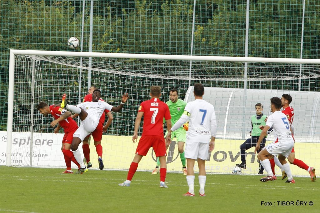 Dejan Iliev looks on in the background whilst playing in goal for SKF Sered (Photo by Tibor Öry via SKF Sered on Facebook)