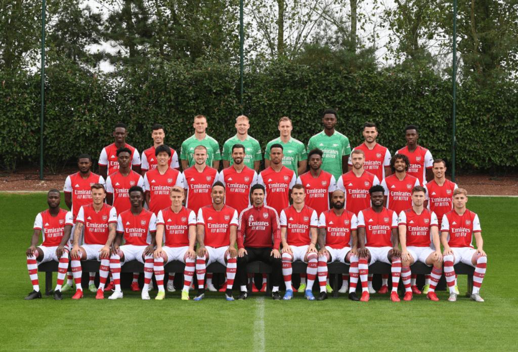 Arsenal 2021/22 first-team squad photo (Photo via Arsenal on Twitter)