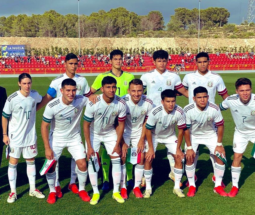 Marcelo Flores (L) with the Mexico u20s (Photo via Tri Europeo on Twitter)