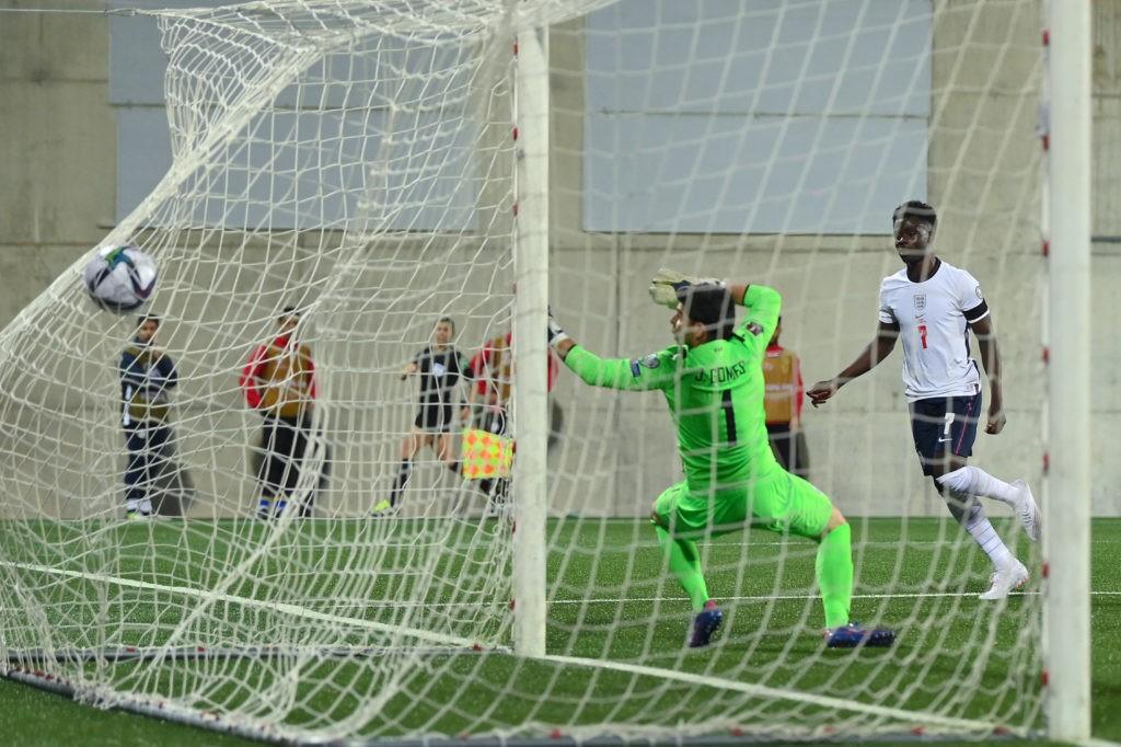 ANDORRA LA VELLA, ANDORRA: Bukayo Saka of England scores his team's second goal during the 2022 FIFA World Cup Qualifier match between Andorra and England at Estadi Nacional on October 09, 2021. (Photo by David Ramos/Getty Images)