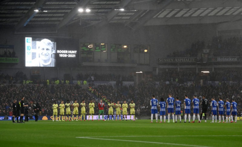 BRIGHTON, ENGLAND - OCTOBER 02: Both teams and fans stand for a minute of applause in memory of former footballer, Roger Hunt who recently passed away prior to the Premier League match between Brighton & Hove Albion and Arsenal at American Express Community Stadium on October 02, 2021 in Brighton, England. (Photo by Mike Hewitt/Getty Images)
