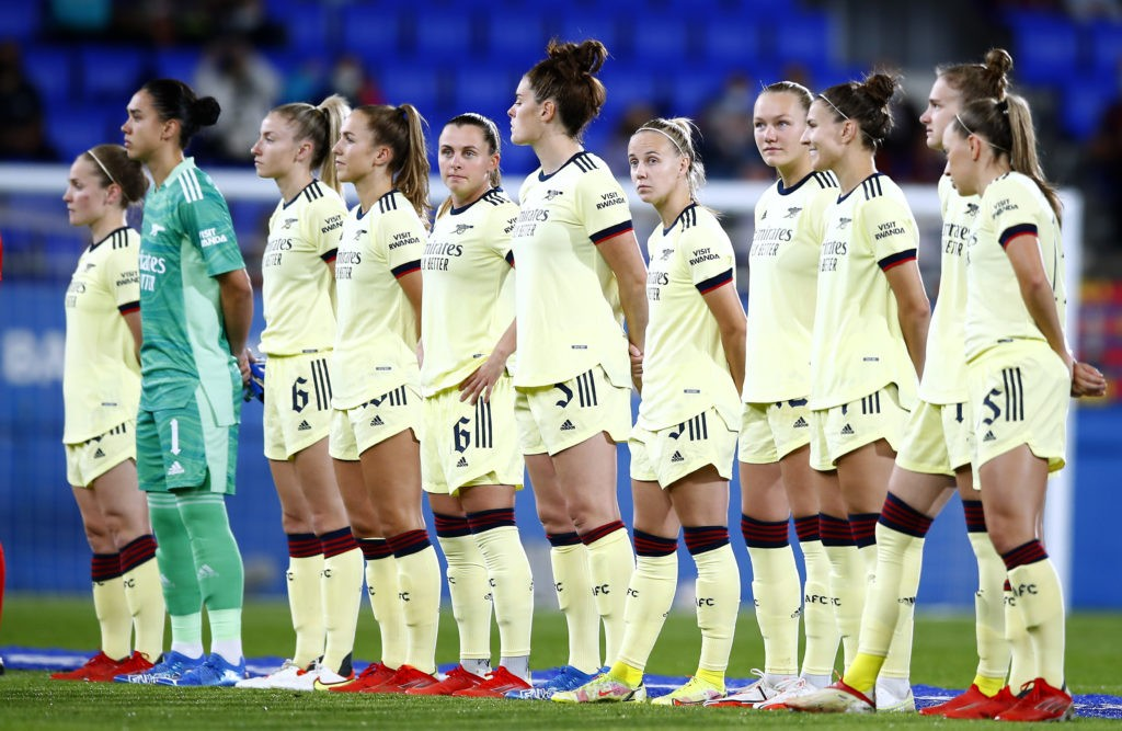 BARCELONA, SPAIN: The Arsenal team line up ahead of during the UEFA Women's Champions League group C match between FC Barcelona and Arsenal WFC at Estadi Johan Cruyff on October 05, 2021. (Photo by Eric Alonso/Getty Images)